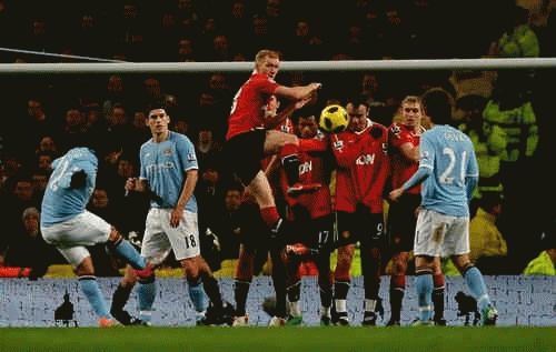 Pha dứt điểm của Tevez là tình huống đáng chú ý nhất trận đấu