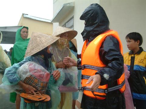 Di chuyển dân vào sáng hôm nay ở vùng Cẩm Thanh, Hội An