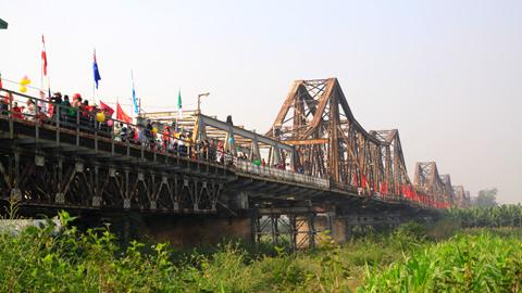 Lễ hội sẽ diễn ra suốt dọc chiều dài hai bên cầu.