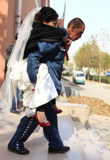 Hình ảnh cảm động tại lễ cưới